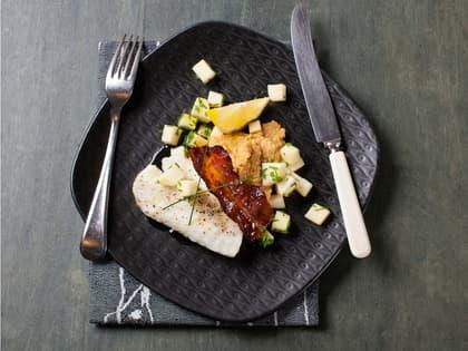 Ovnsbakt torsk med bacon og hummus