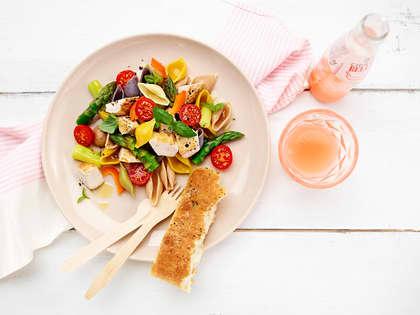Pastasalat med kyllingbryst og asparges