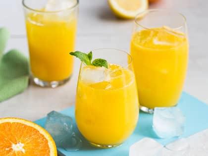 Syrlig mocktail med appelsin