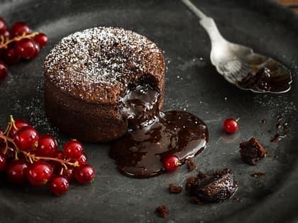 Lekre desserter trenger ikke være tidkrevende. Jacobs Utvalgte sjokoladefondant krever minimalt med innsats, og smaker like godt som hjemmelaget.