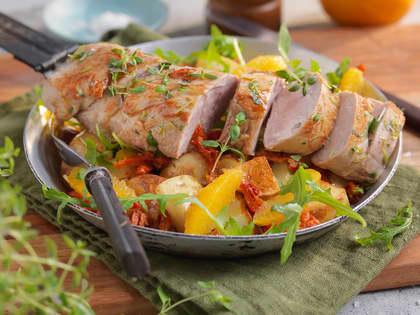 Svinefilet med bakt potetsalat og appelsin