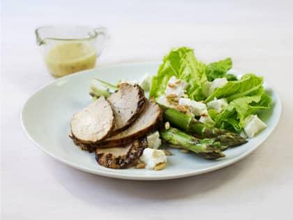 Marinert svinefilet med asparges og chèvresalat