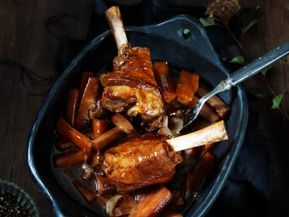 Braisert lammeskank med grønnsaker og saus