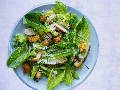 Klassik cæsarsalat med kylling og bacon
