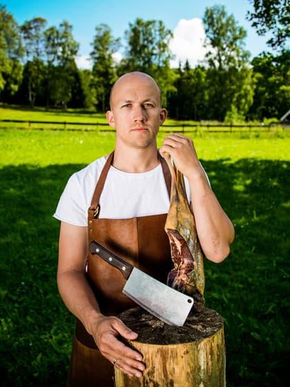 På Ask Gård er yrkesstolthet og kjærlighet til mat viktig, forteller Kristoffer Evang.