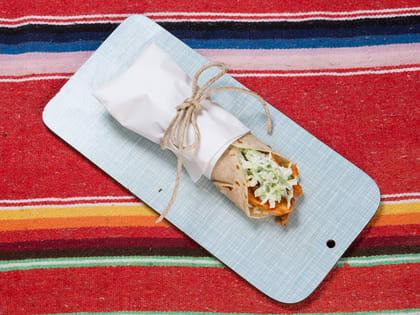BBQ kyllingwrap med isbergsalat og ris
