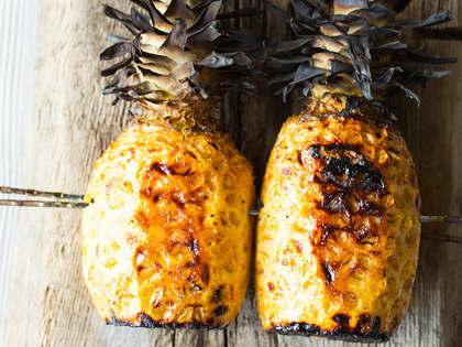 Helgrillet ananas med kryddersukker