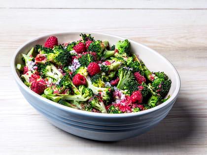 Brokkolisalat med bringebærvinaigrette