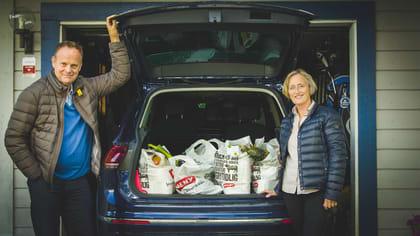 Kirsten Dahl og ektemannen Torger handler i MENY Nettbutikk. Tiden de får til overs bruker de til sykling, golf og hagesysler.