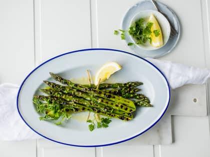 Grillet asparges med olivenolje og sitron