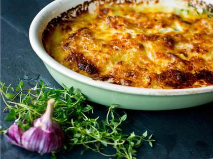 Potet- og sellerigrateng med hvitløk og parmesan