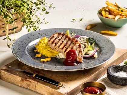 Grillet ytrefilet av svin med maisstuing og BBQ-saus