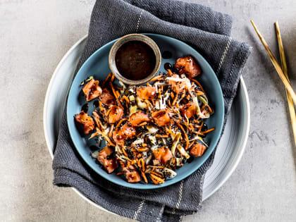 Poke med laks og quinoa