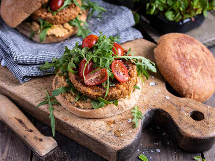 Vegetarburger med hummus