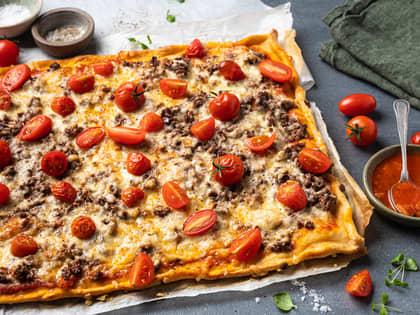 Kjøttdeigpizza med tomat