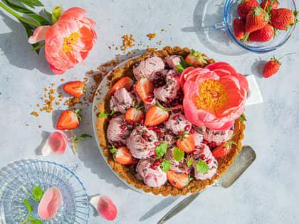 Dessertpai med kirsebæris og jordbær