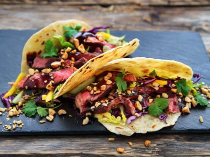 Taco med biff og BBQ saus
