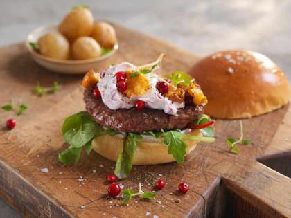 Lammeburger med kantareller og trollkrem
