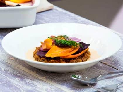 Speltrisotto med bakte rotgrønnsaker og paprikasaus