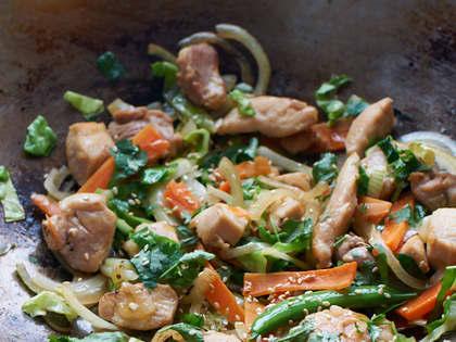 Kyllingwok med sitrongress, ingefær og chili