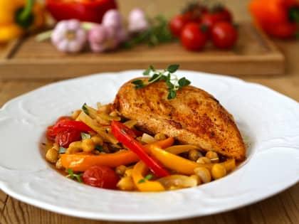 Ovnsbakt kylling med kikerter og paprika