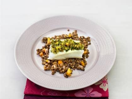 Ovnsbakt torsk med persilleskorpe og linsestuing