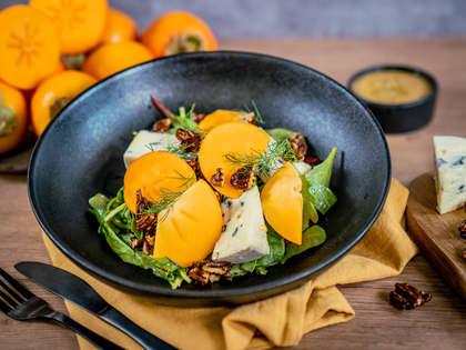 Salat med persimon og blåmuggost