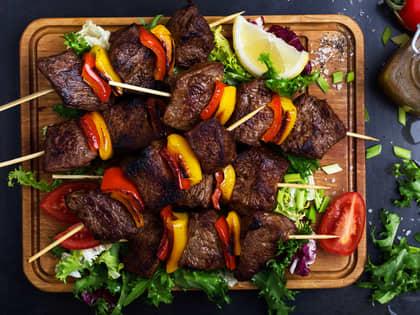 Grillspyd med biff og grønnsaker