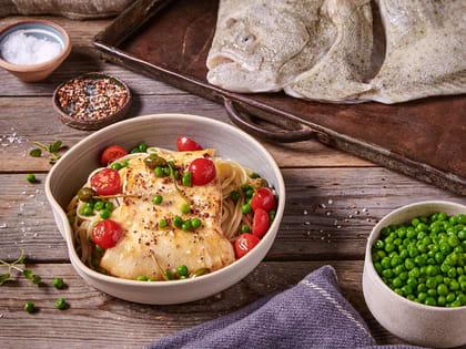 Piggvar med pasta og stekte tomater