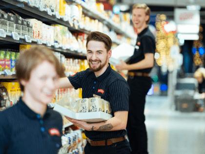 Det er nok mat til alle - varer er på vei til butikkene