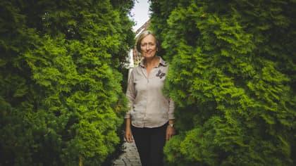 Kirsten Dahl bruker tiden sin på annet enn matvarehandel. Det er jo for eksempel mye hyggeligere i egen hage enn mellom reoler med matvarer.
