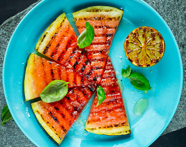 Frukt og grønt på grillen