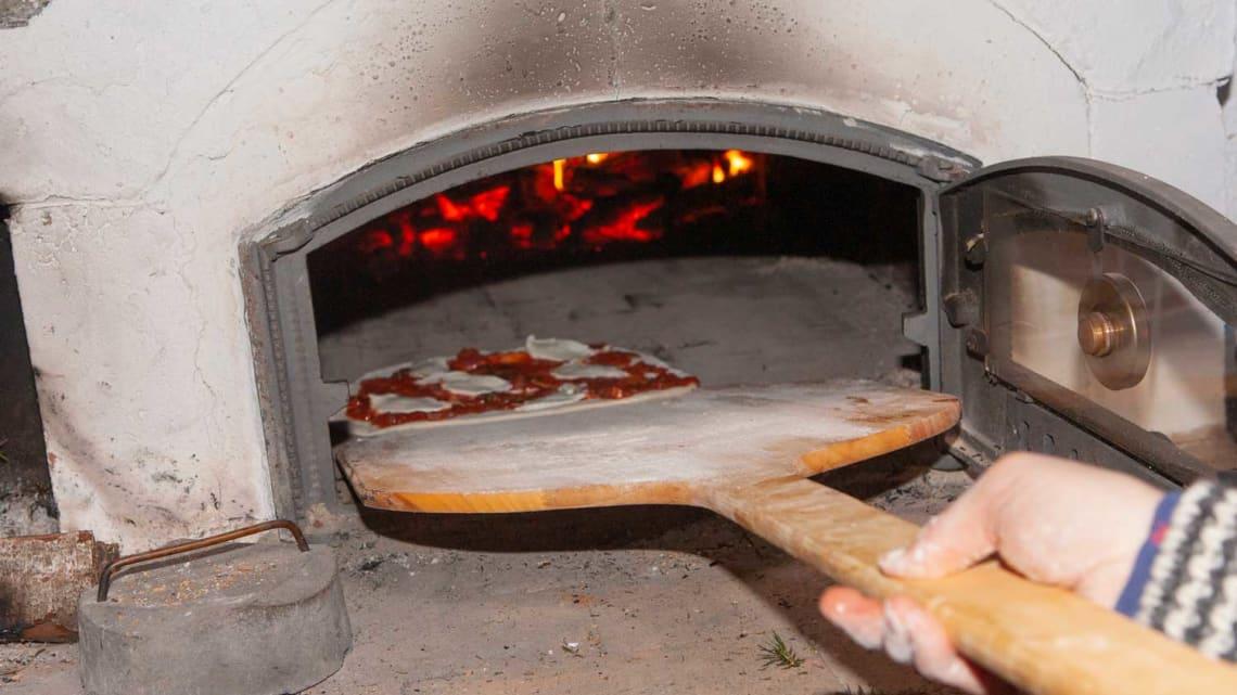 Sommertid er pizzatid, fra vedfyrt pizzaovn
