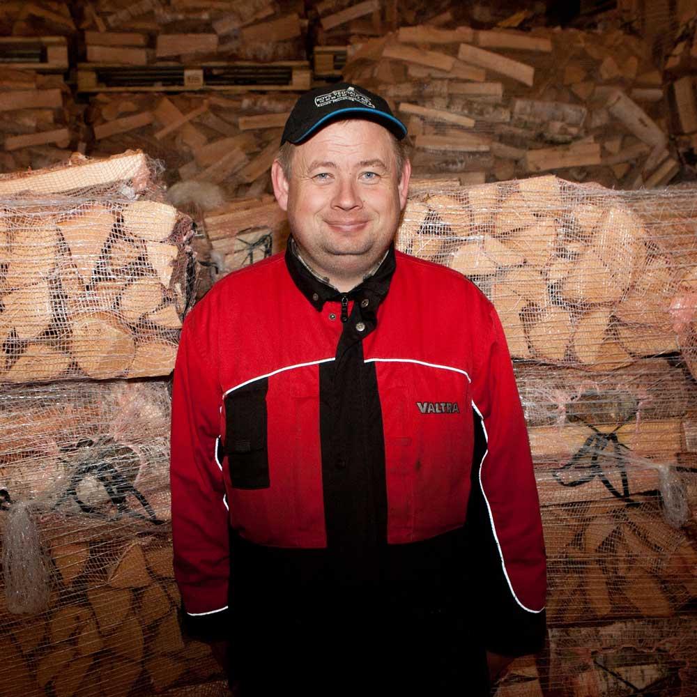 Roy Vermundsberget driver i firmaet Finnskogen Ved i Hedmark. Han er trolig Norges største vedprodusent, men i år er hele produksjonen nå allerede bestilt.