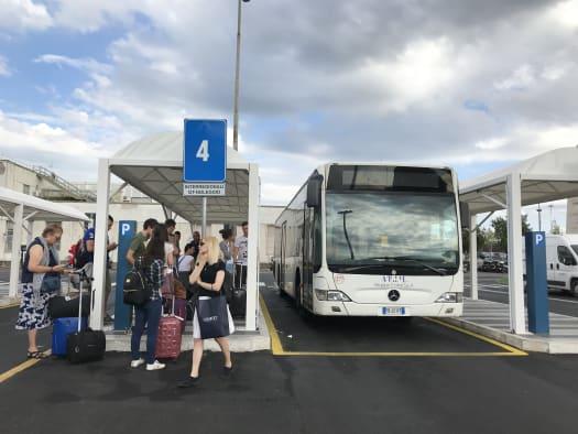 Autobús ATRAL en el aeropuerto de Ciampino