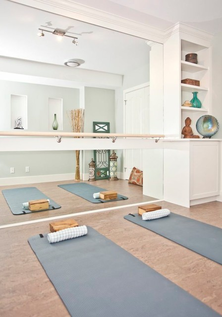 One room three looks a serene and simple home yoga room for Chambre yoga
