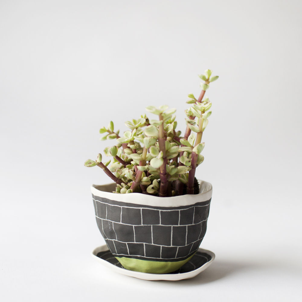 a_mano-suzanne_sullivan-the_wide_prospect-etched-porcelain-ceramics-pottery-geometric-planter-handmade-green-3