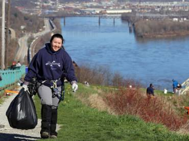 2017 August Member to Member From Steel to Green Revitalizing Pittsburgh Through its Park System 410