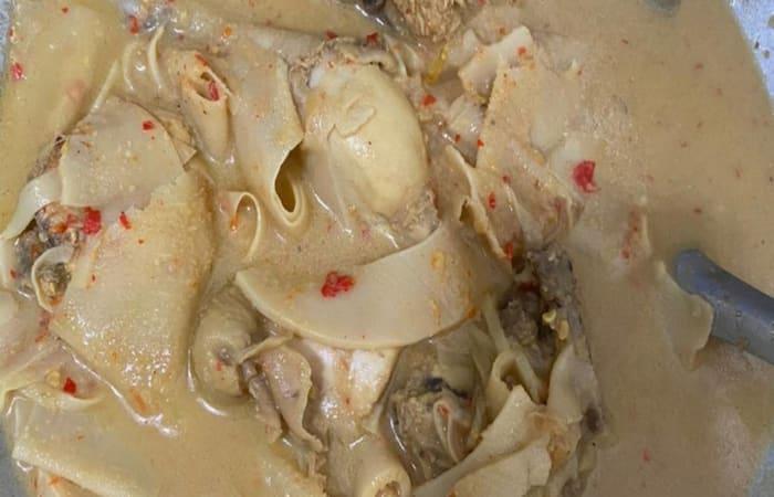 Resep Gulai Ayam Dan Rebung Ala Tia Paling Mudah dan Enak