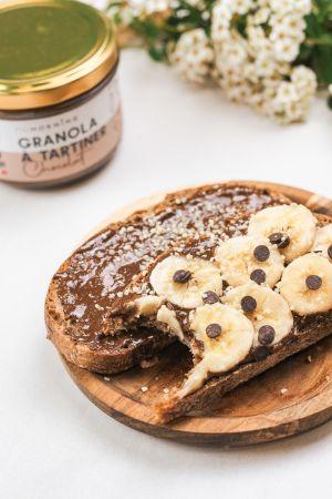 Granola à Tartiner Tartiné sur une tranche de pain