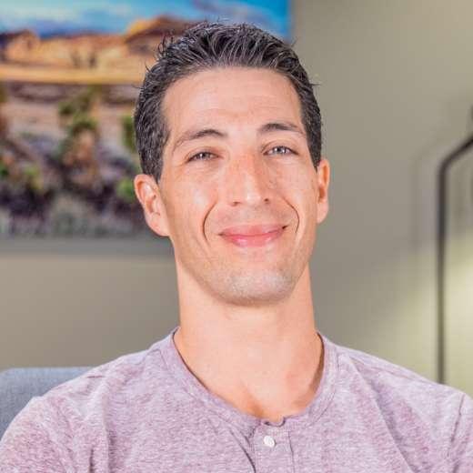 Erez got his wisdom teeth removed in Las Vegas, NV
