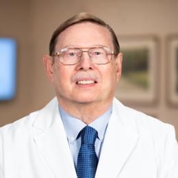 Meet Dr. Robert, our Cirujano oral y maxilofacial.