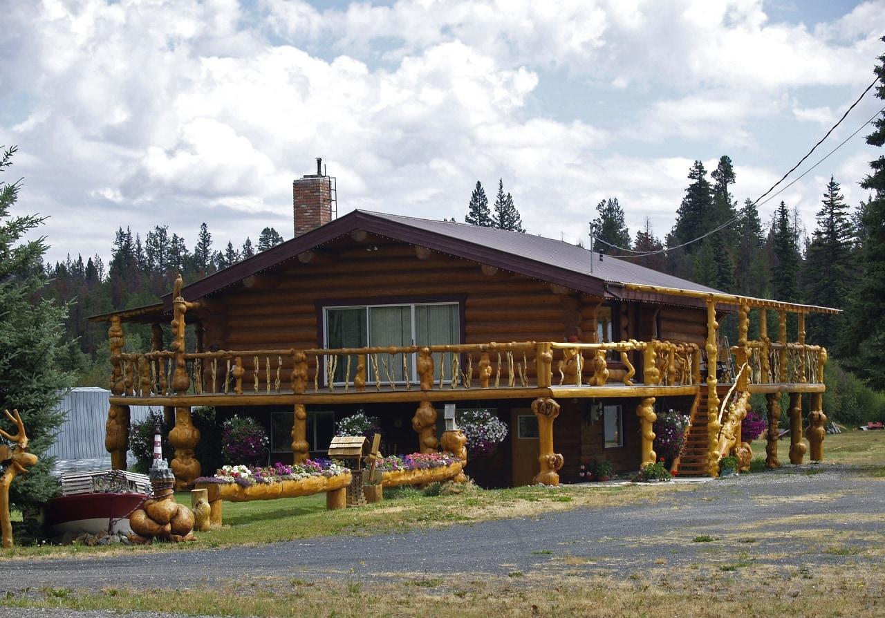 Дом на деревянных сваях