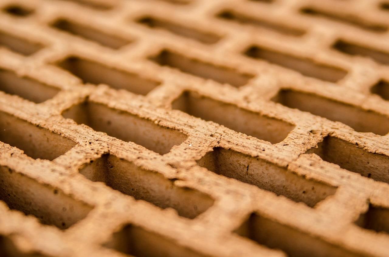 Керамический пустотелый (щелевой) кирпич