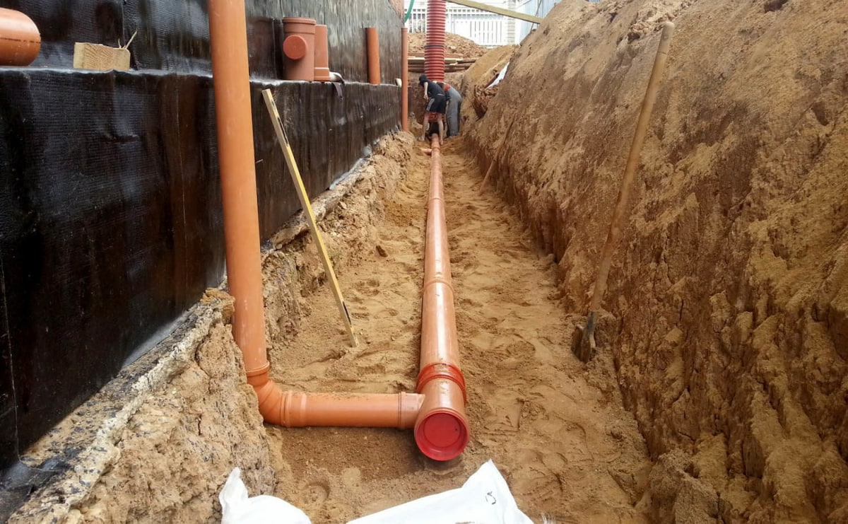Наружные трубы канализации