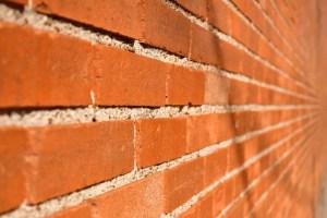 Некоторые особенности защиты кирпичных стен