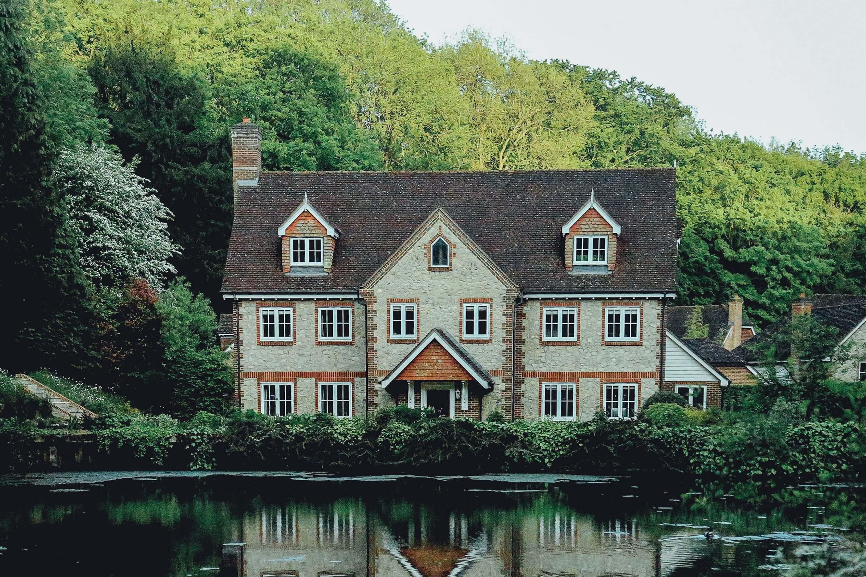 Дом со слуховыми окнами