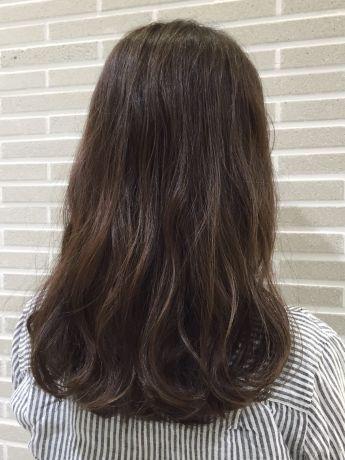 硬めな髪質でも柔らか巻き髪スタイル