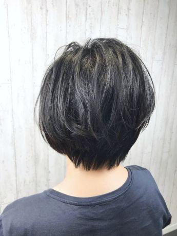 黒髪でもスッキリ見えるショート