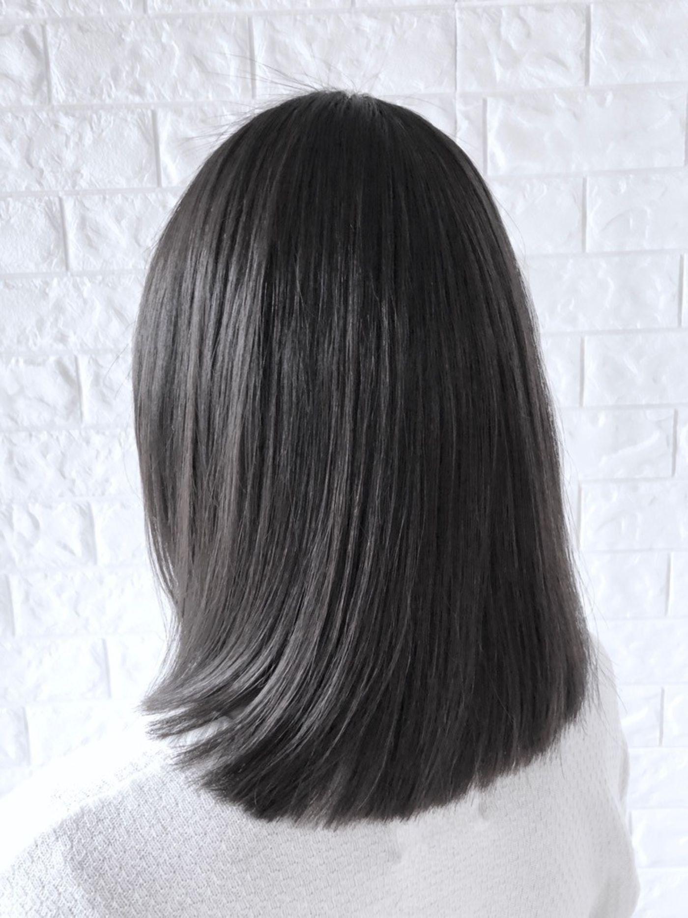 おすすめヘアスタイル1:時短×スタイリングのしやすさで隠れた人気ストレートスタイル。
